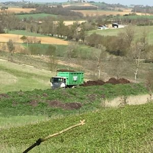 Épandage de compost sur Organic'Vallée